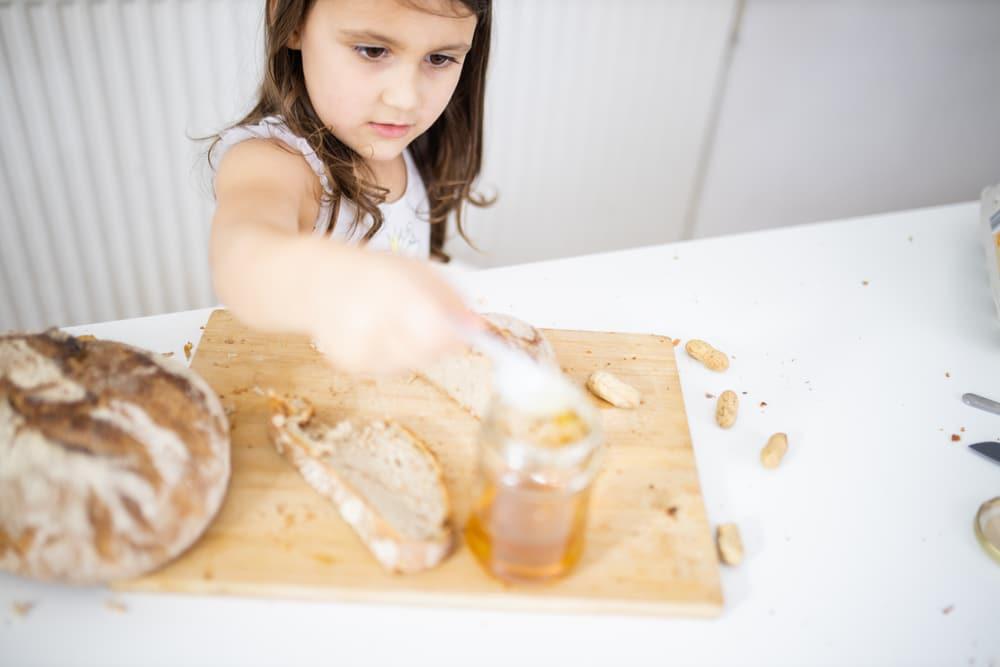 تجربتي مع عسل المانوكا للأطفال